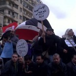 Protesters calling for Mubarak to go, Cairo, 30 January 2011 (picture Mona / Flickr)